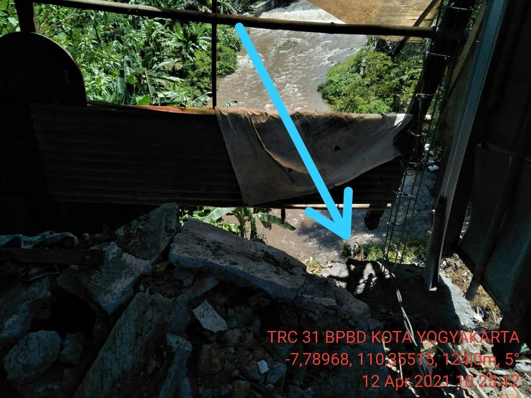 Pondasi Rumah longsor di Sudagaran Tegalrejo