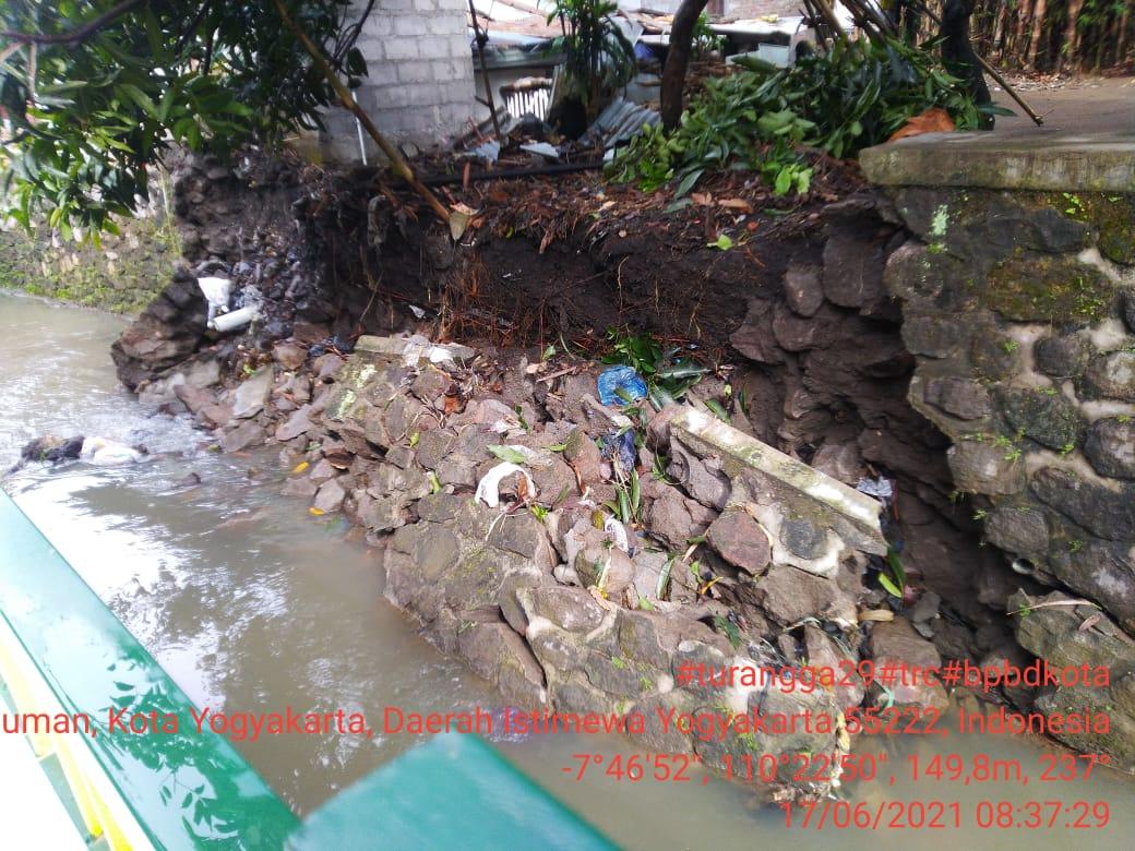 Talud milik PUPKP Kota Yogyakarta Ambrol Akibat Gogosan Air Hujan